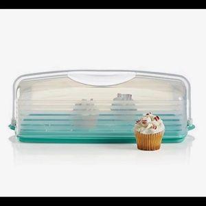 Tupperware cupcake holder